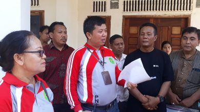 Hakim PN Karimun, Anto didampingi Panitra saat melakukan sidang lapangan di lokasi sengketa lahan tanah